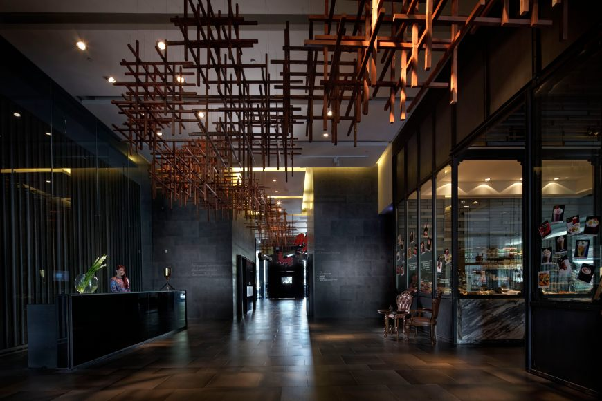 Sofitel-So-Bangkok-Street-Lobby-Mobile-PIA