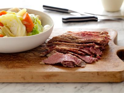 CC_tyler-florence-corned-beef-and-cabbage-recipe_s4x3.jpg.rend.sni12col.landscape