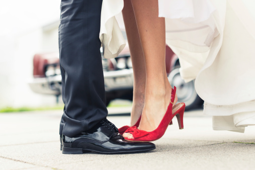 istockphoto-bride-red-shoes