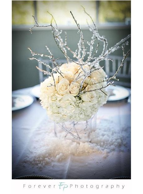 white-flower-centrepiece